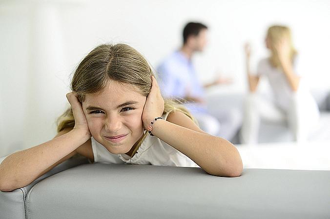 enfant fuit conflit parental Conflits dans le couple menacent le développement de l'enfant