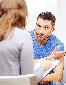 homme avec son psychologue parissession psychotherapie adulte